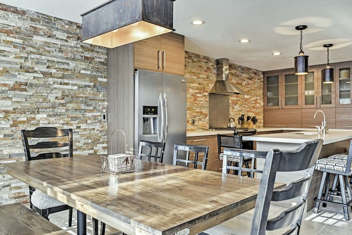 4BR Cottonwood Heights Townhome w/Private Hot Tub!