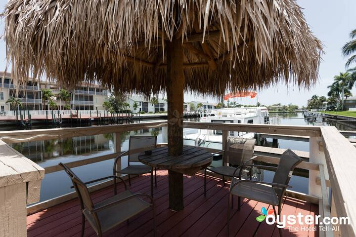 Hideaway Waterfront Resort Economy A21
