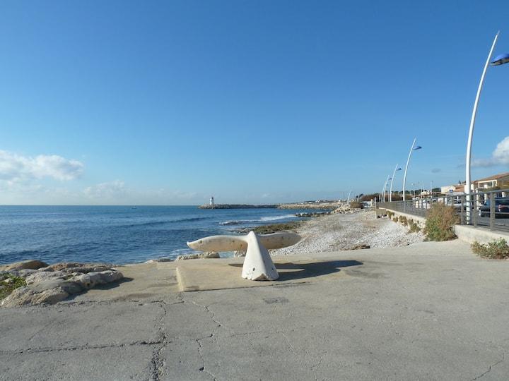 Bas de villa T3      50 m du port au calme