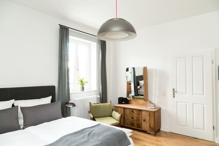 individuelle Zimmer im ehemaligen Bahnhofsgebäude - Thalfang - Serviced flat