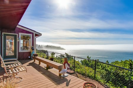 Historic waterfront home w/ ocean views, great location, dogs OK!