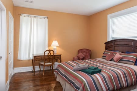 Two Spacious, Private Rooms Near Metrolink - Casa