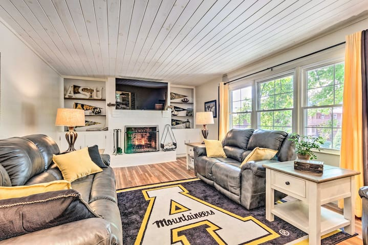 NEW-Downtown Boone Home, Walk to Appalachian State