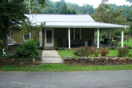 Riverfront Retreat in Bryson City - Bryson City