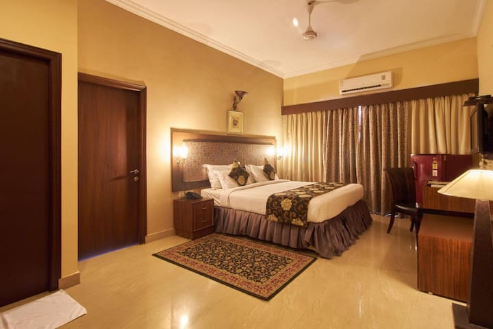 Suite Room Close to Banjara Hills GVK Mall