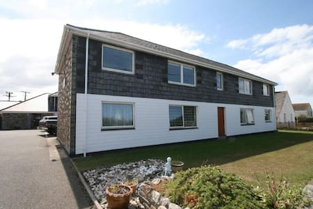 Polzeath Holiday Apartment, 5 mins walk from beach