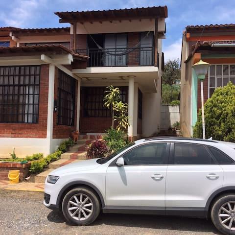 Casa Moderna - vacaciones campestre-Barbosa Sder