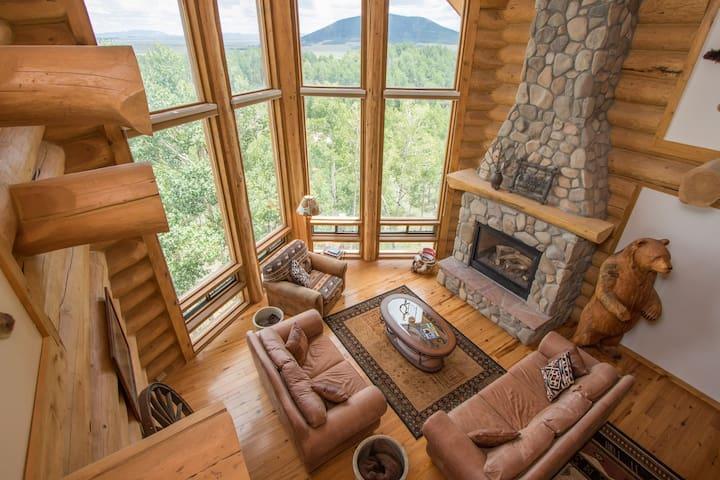 Beautiful Log Home -4 Master Suites! Fishing! Ski!
