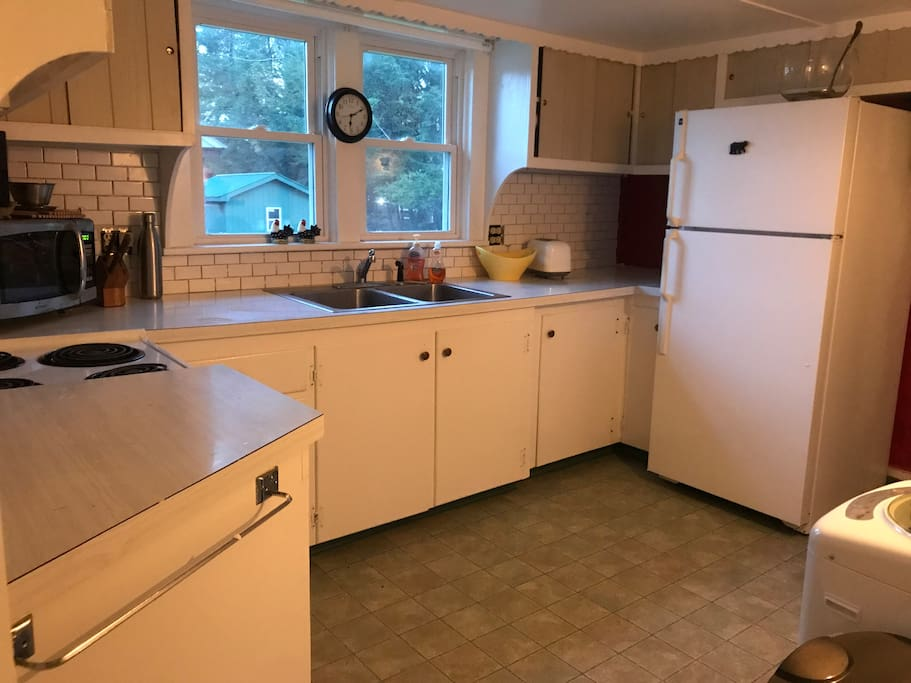Lovely kitchen with everything you could need coffee, microwave, oven as well as a mini washer and dryer.