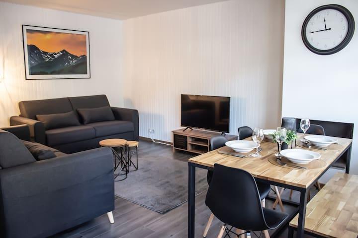 Modern spacious  apartment sleeps up to 6