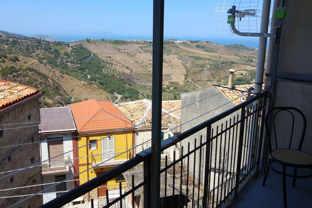Casetta di borgo nebroideo con vista maestosa houses for for Piani di casa con guest house annessa