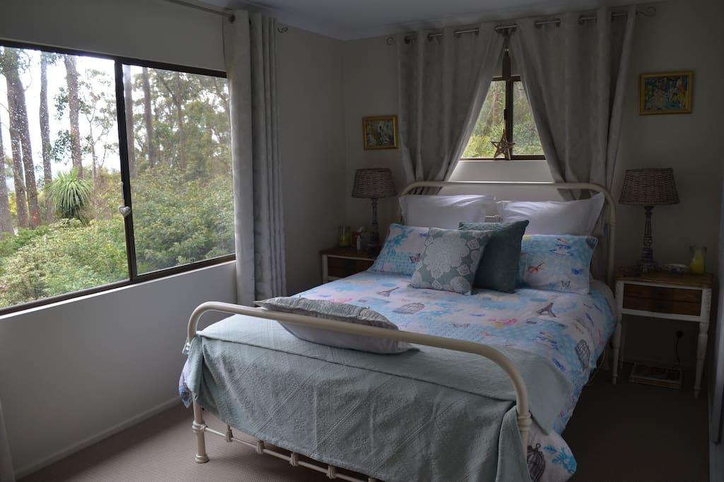 The main Queen bedroom gives guests total comfort with quality bedding, an electric blanket, country vintage styling with a French influence and amazing views. Theres plenty of storage and space with soft warm robes for after showering or the SPA...
