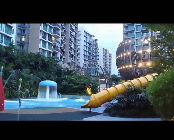 CozyCondo, 1 minute to MRT