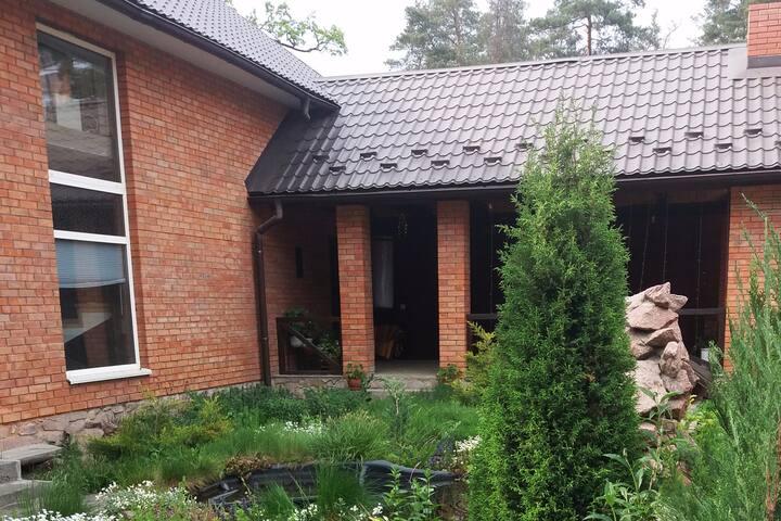 Дом рядом с парком/ Private house near the park