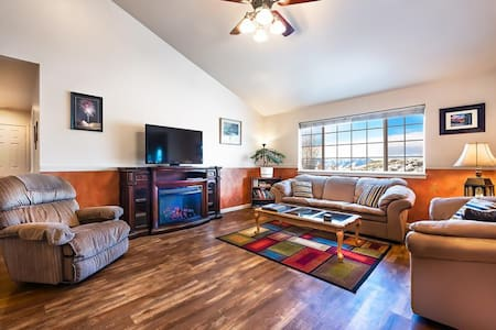 River Rock Retreat- 3400 Square Feet Family Getaway - 베오그라드 - 단독주택