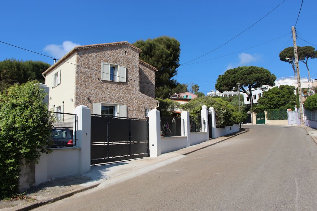 Cap d 39 antibes a quiet b b close to la garoupe for Chambre d hote rochefort