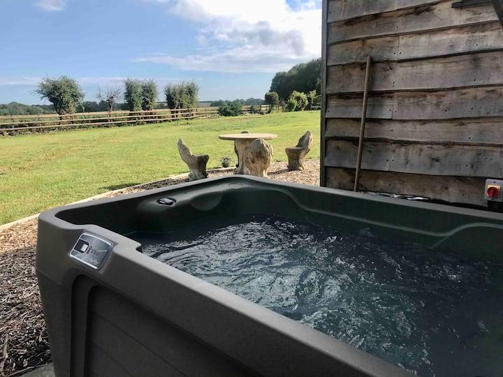 Hut No.1 @ Spitfire Barn: Sauna | Shower | Hot Tub