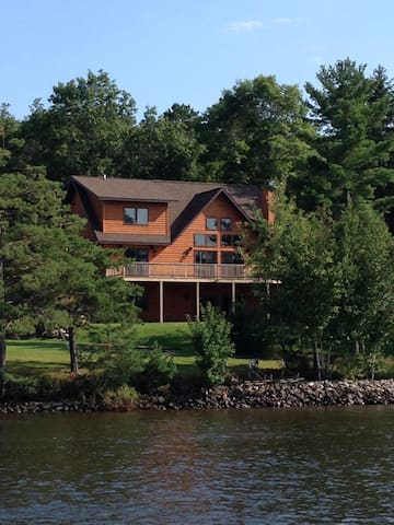 Brand new, amazing cabin on Lake Nakomis
