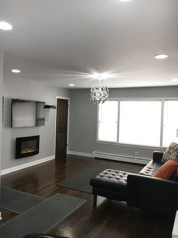 Beautiful New 3 bdrm Apt. 10 mins to DT & Ohare!!! - Chicago - Apartamento