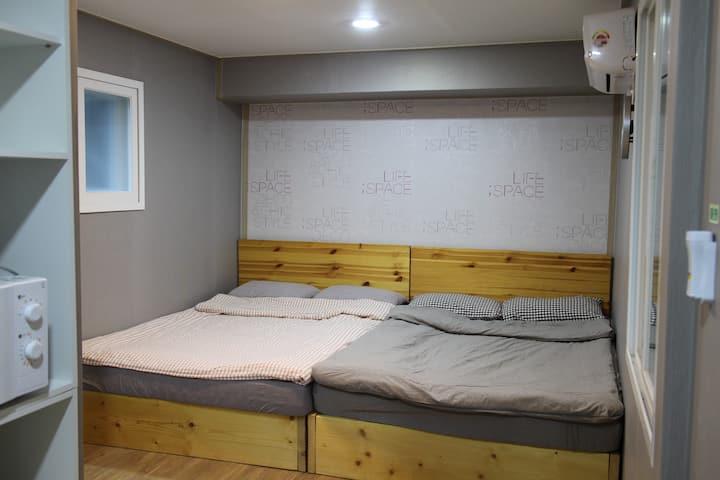 K-Guesthaus Dongdaemun Family room (102)