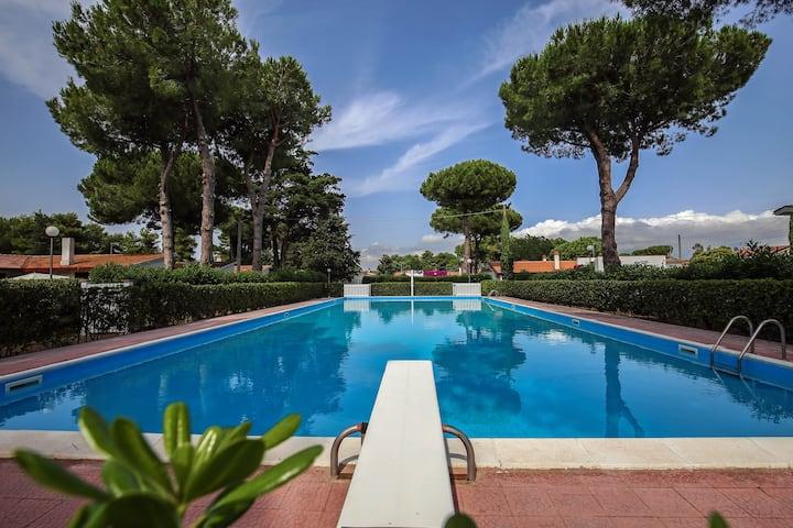 Villetta in parco con piscina open 1/6-15/9Paestum