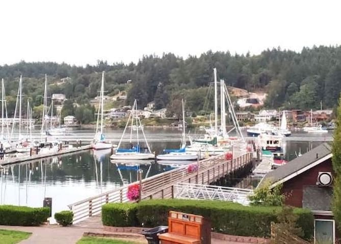 Gig Harbor walk to downtown