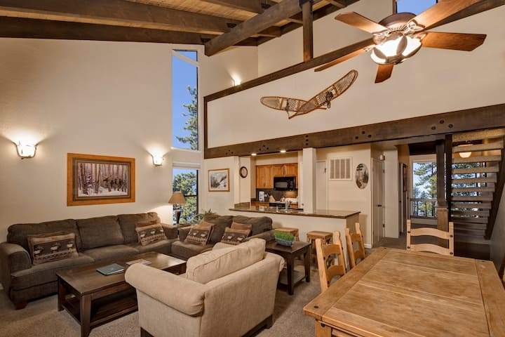 Lake Tahoe Retreat | Deluxe Townhome minutes from Heavenly!