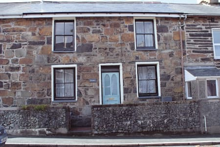 Stone character terraced cottage - Ffestiniog
