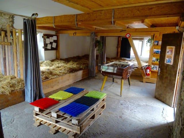 Camping et dormir sur la paille - Val-de-Travers - Luontohotelli