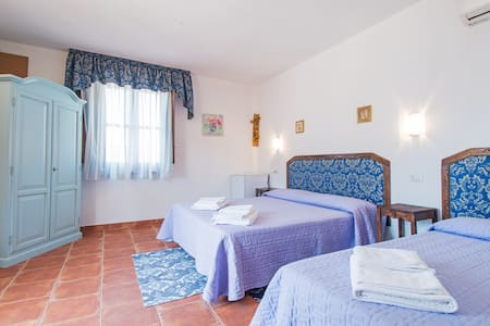 S'Aposentu de Sant'Antiocu CAMERA BLU - Bed & Breakfast