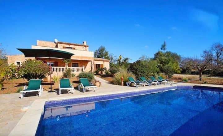 Beautiful Villa in Cas Concos with swimming pool, AC and WIFI