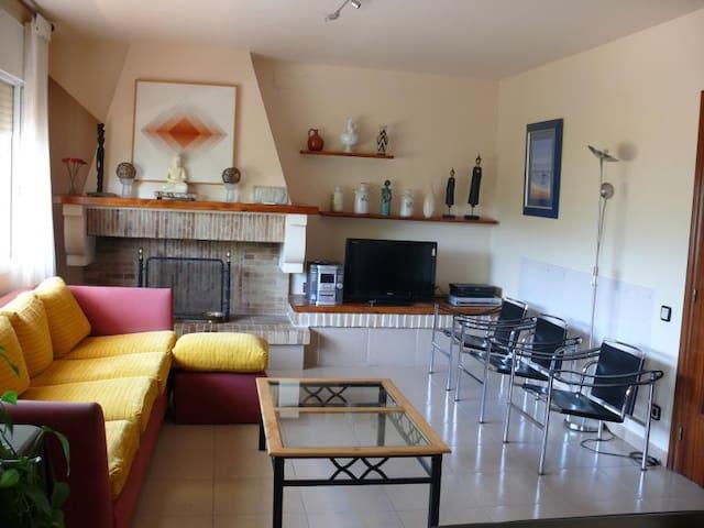Habitación triple cerca Barcelona piscina y  playa - Gavà - Casa