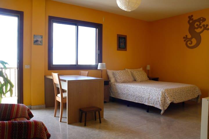 Habitación doble con baño privado. Luminosa. - Santa Cruz de Tenerife - Ev