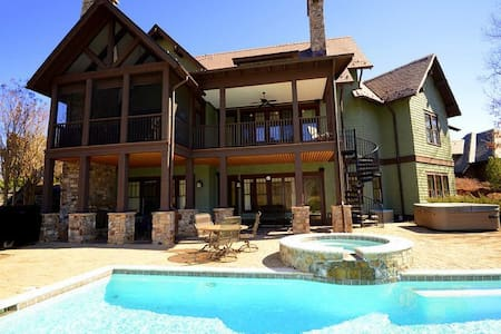 Mountain Escape at Bright's Creek -Enjoy fantastic Views while relaxing poolside - Mill Spring