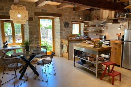 La Chouette, Cozy Retreat with Breathtaking Views