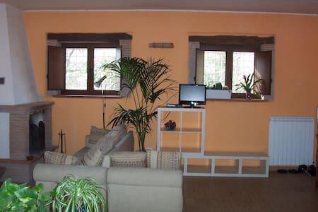 Casale di campagna/casa vacanze - Castelnuovo di Farfa - ที่พักธรรมชาติ