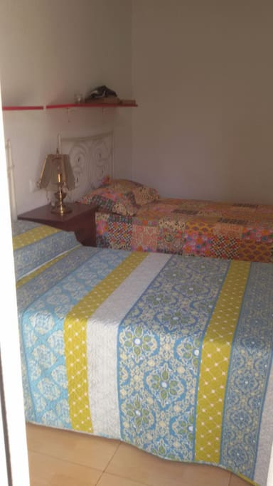 Dormitorio luminoso con camas!!!