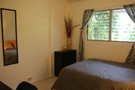 Nice room next to Diamond Head & Kapiolani College - Honolulu - Haus