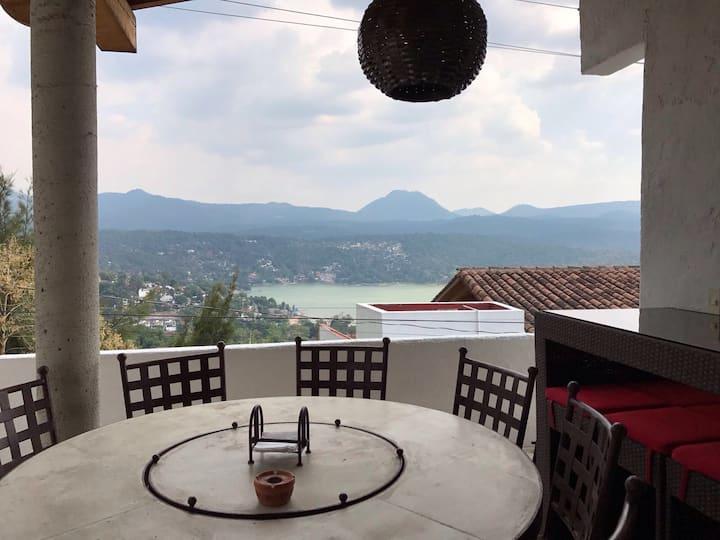 Hermosa casa sanitizada con jacuzzi vista al lago