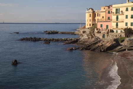 Lovely flat 150ft to the sea - Genua - Appartement
