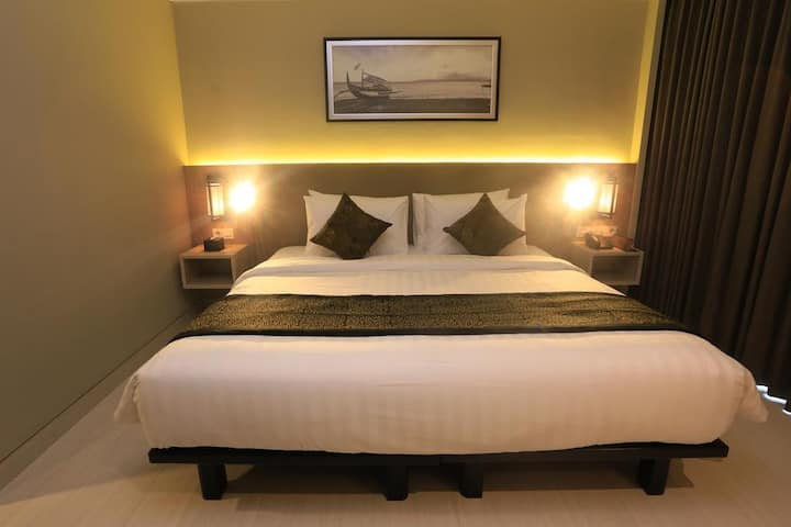Deluxe Double Room, 17 mins to Banyuwangi Airport