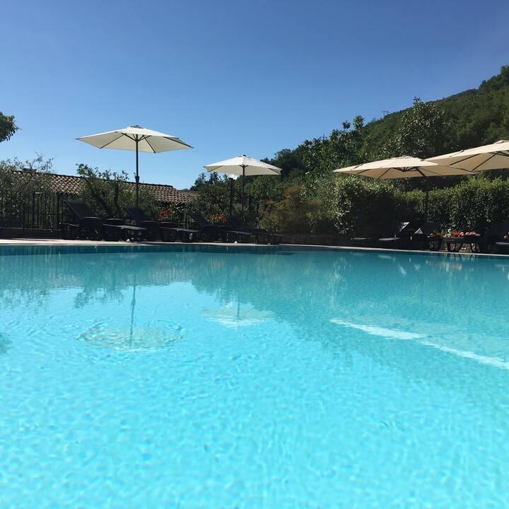 Villa Natura con giardino, area relax e piscina