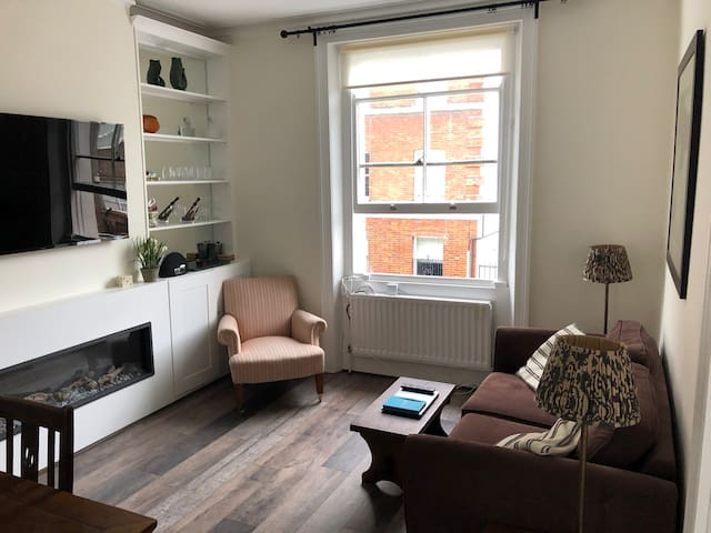 Lovely room 30 second walk from Notting Hill tube