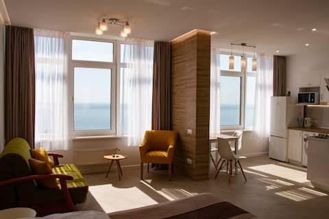 شقة دافئة (38 مترًا مربعًا). بإطلالة على البحر