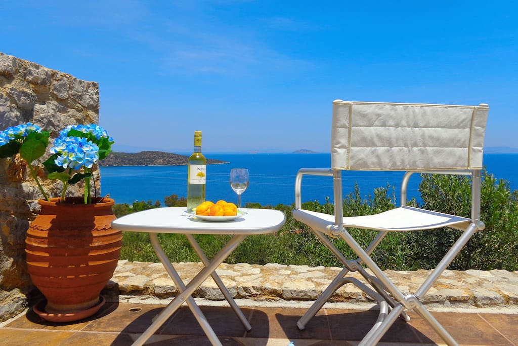 Enjoy your wine and snacks at our villa and keep your body and soul relaxed by letting yourself be emerged in a zen state over this magnificent view!