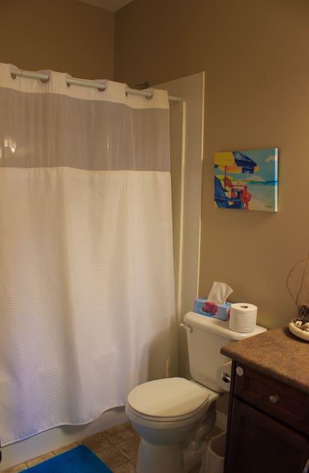 4-piece bathroom (combination tub & shower)