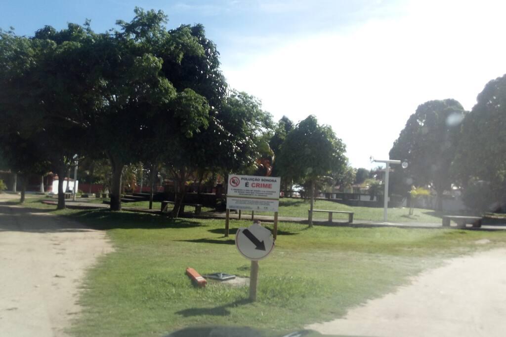 Praça do condomínio. Proibido poluição sonora.