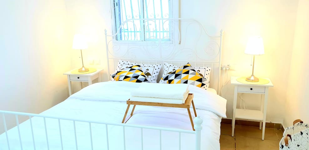 Bright renovated room close to the tram