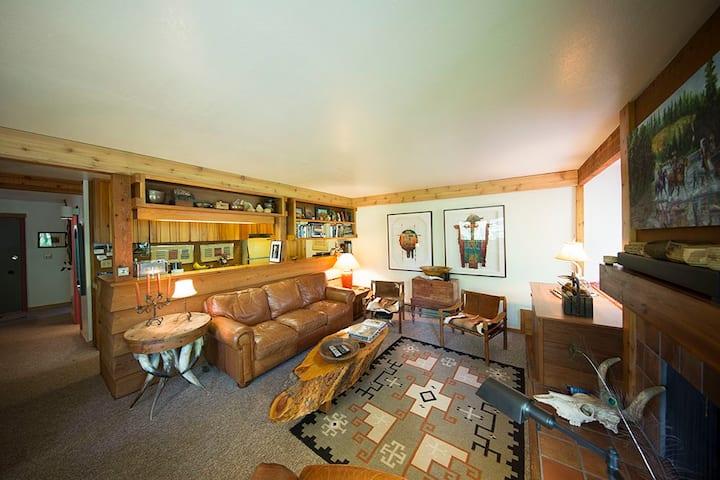 Fantastic 1 Bedroom Condo with Deck