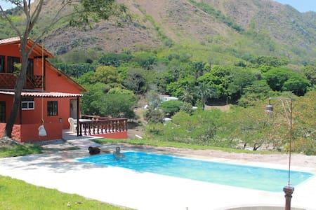 Represa Prado - Tomogo - กระท่อม